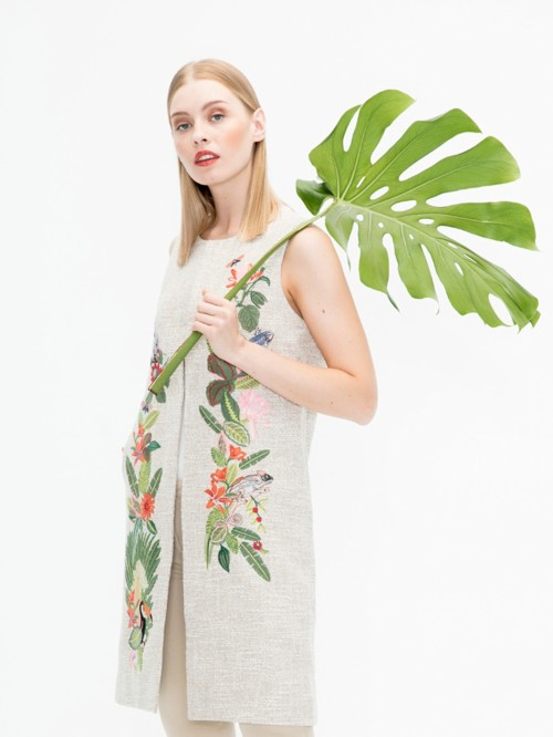 EMBROIDERED MARCIA WAISTCOAT IN MADELAINE CAMEL