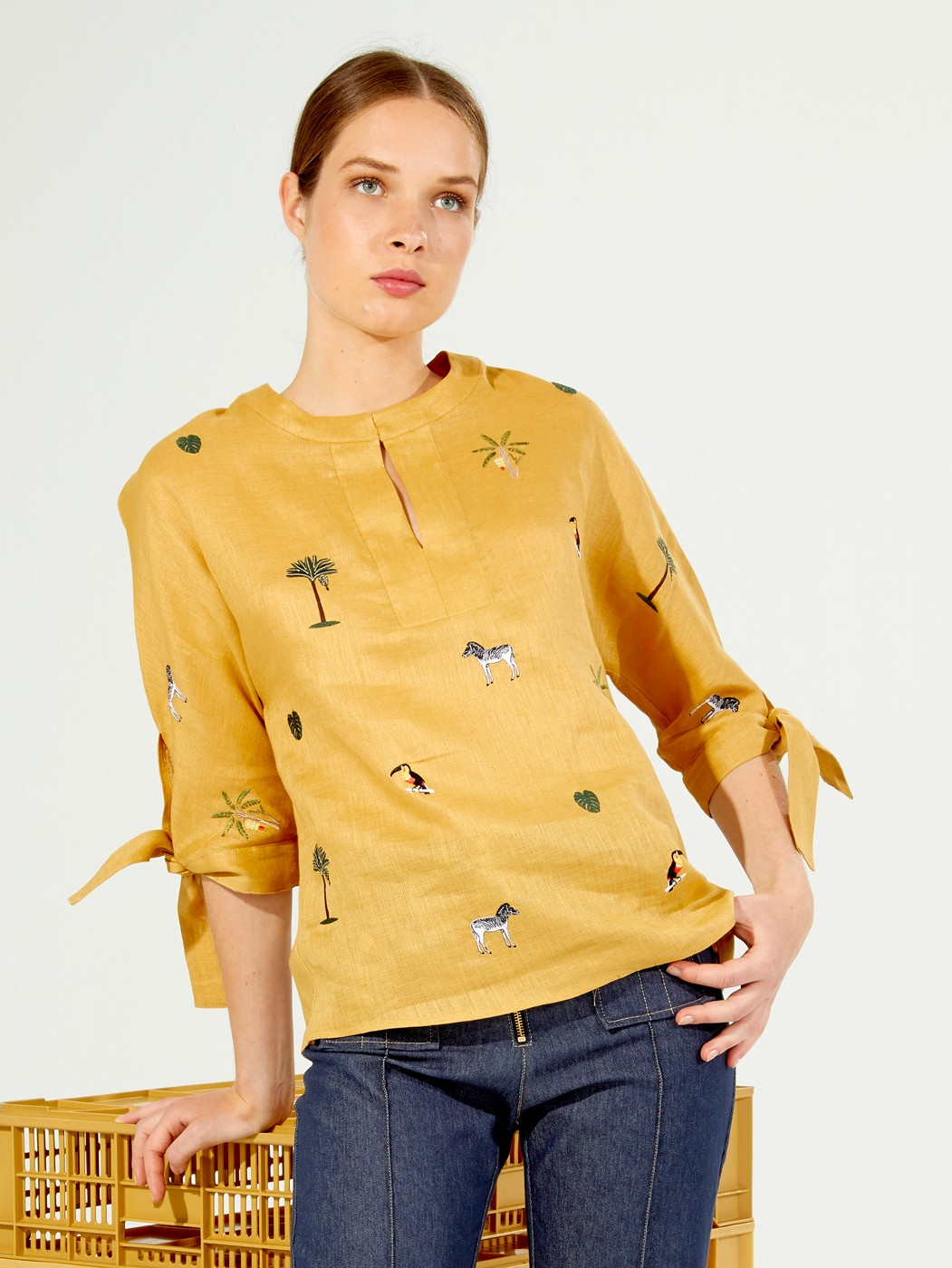 EMBROIDERED ABBY SHIRT AMBER LINEN